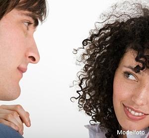 Hvordan man spørger en pige om at hænge sammen med dig over tekst